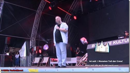 001 - Auf der Bühne